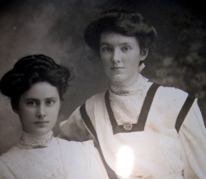 Sisters Rose Isobel Nellie Stafford and Eva Mary Fyle Stafford