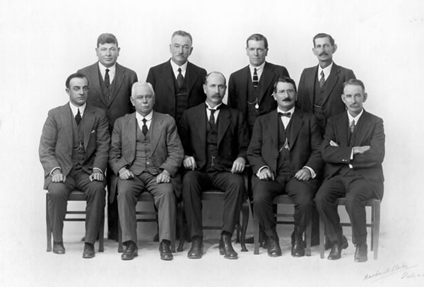 Collier Cabinet 1924, Troy sitting at the right