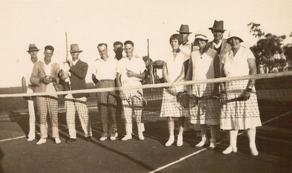 Jack Short (2nd from left, Ralph Short (with pipe), Kathleen Palmer nee Rumble (lady 3rd from right), Doris Olman (Lady 2nd from right), Alex Rumble (Gentleman 2nd from right), Bob Olman (Gentleman on the right.